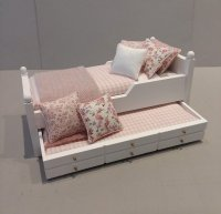 Trundle Bed/Rose & White Check