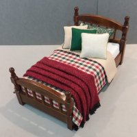 Traditional Single Bed Red/Green Plaid