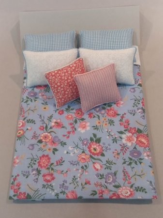 D-252 Blue Floral/ Rose & White