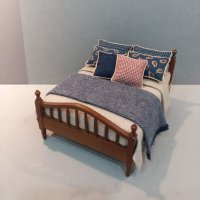 Walnut Spindle Bed-Tan Linen/Navy Paisley