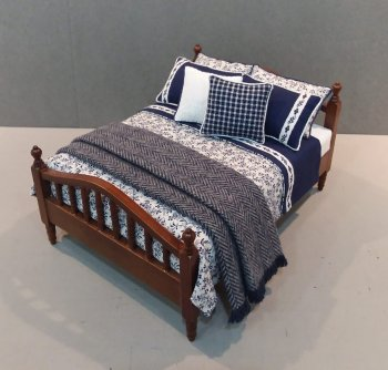 Walnut Spindle Bed-Navy/White Floral