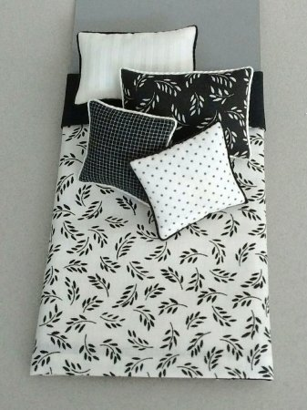 S-326 Black & White Leaf Design